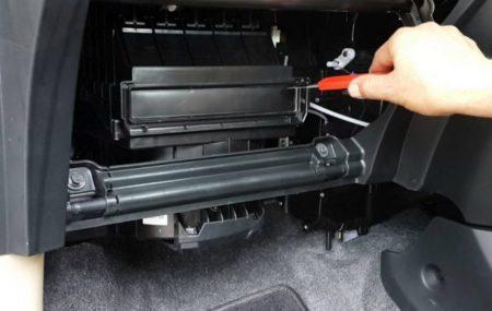 Beberapa Perawatan Rutin Dapat Dilakukan Terhadap AC Mobil Bagian yang Perlu Mendapat Perawatan adalah Filter Kabin AC Mobil dan Evaporator AC Mobil Memiliki sebuah kendaraan berarti anda bertanggungjawab untuk merawatnya. Namun terkadang biaya ke bengkel membuat pengeluaran membengkak. Apa yang bisa kita lakukan untuk menghemat biaya ke bengkel? Pertama, anda perlu mengetahui bahwa perawatan rutin […]