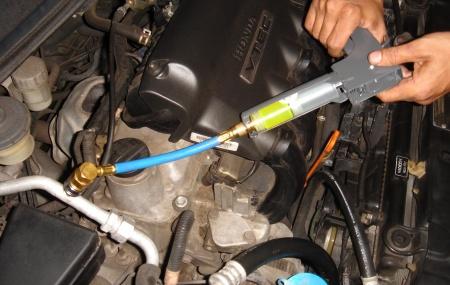 Bagaimana Cara Mengganti Oli Kompresor AC Mobil? Bagaimana Cara Menambah Oli Kompresor AC Mobil? Kompresor ac bukanlah komponen yang asing lagi di telinga kita. Kita sering mendengar namanya karena kompresor merupakan bagian penting pada ac mobil. Kompresor berfungsi untuk memompa dan menghisap refrigerant, bisa juga untuk memberi sirkulasi ke bagian freon, kemudian diteruskan ke bagian […]